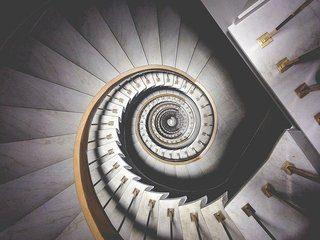 Treppenhausreinigung leicht gemacht? Gebäudereinigung Essen putzt Treppenhaus