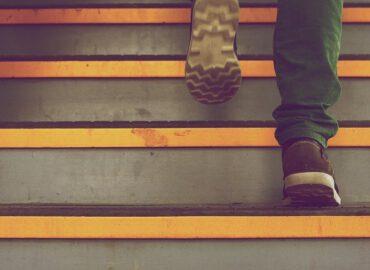 Treppenhausreinigung, Treppenhausreinigung Essen | Günstig und pünktlich muss es sein